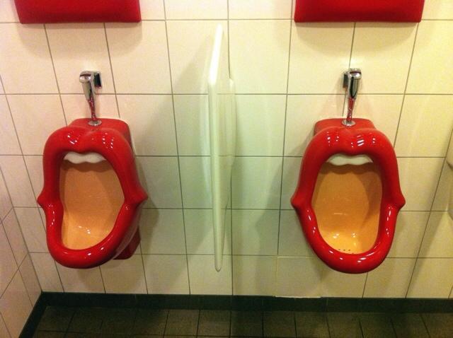 1945: Toiletmond