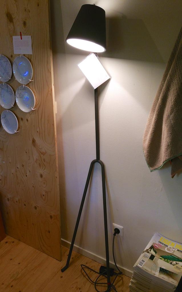2923: Luie Leun Lamp