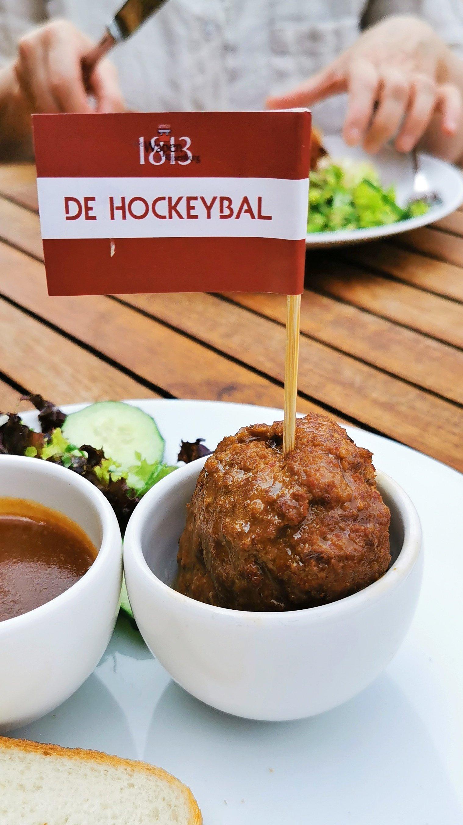 4132: DE HOCKEYBAL